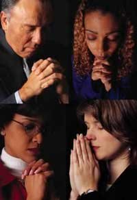 Hombre y Mujeres orando