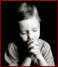nino orando a Dios
